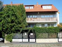 - Balaton északi parti apartmanházak